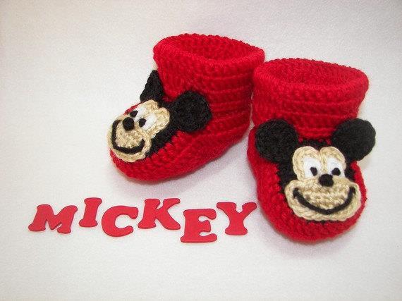 Mickey mouse örgü bebek patiği modelleri