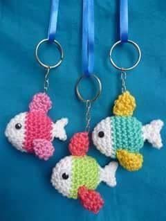 Minik balıklar şeklinde örgü anahtarlık modelleri