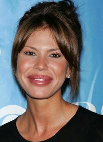 4 Nikki Cox'un estetikli dudakları