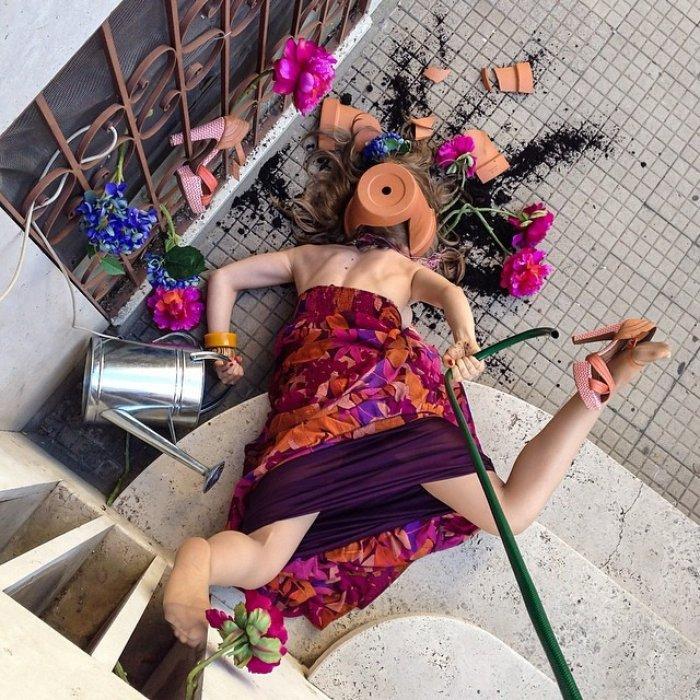 Bahçe ile uğraşırken feci şekilde düşmüş bir kadının fotoğrafı