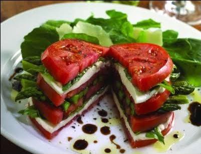 Domates salatasının şık sunumu