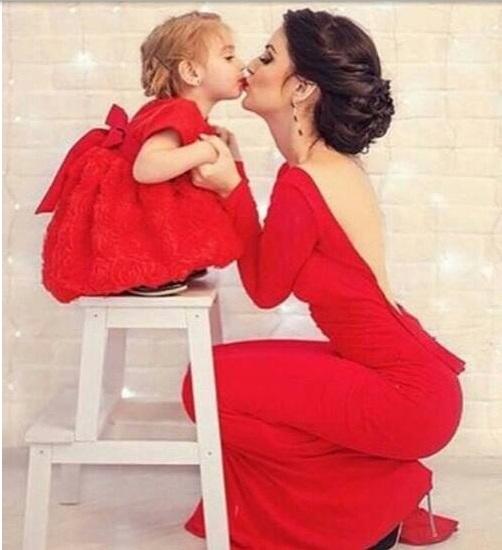 Kırmızı şık anne kız kombin modelleri