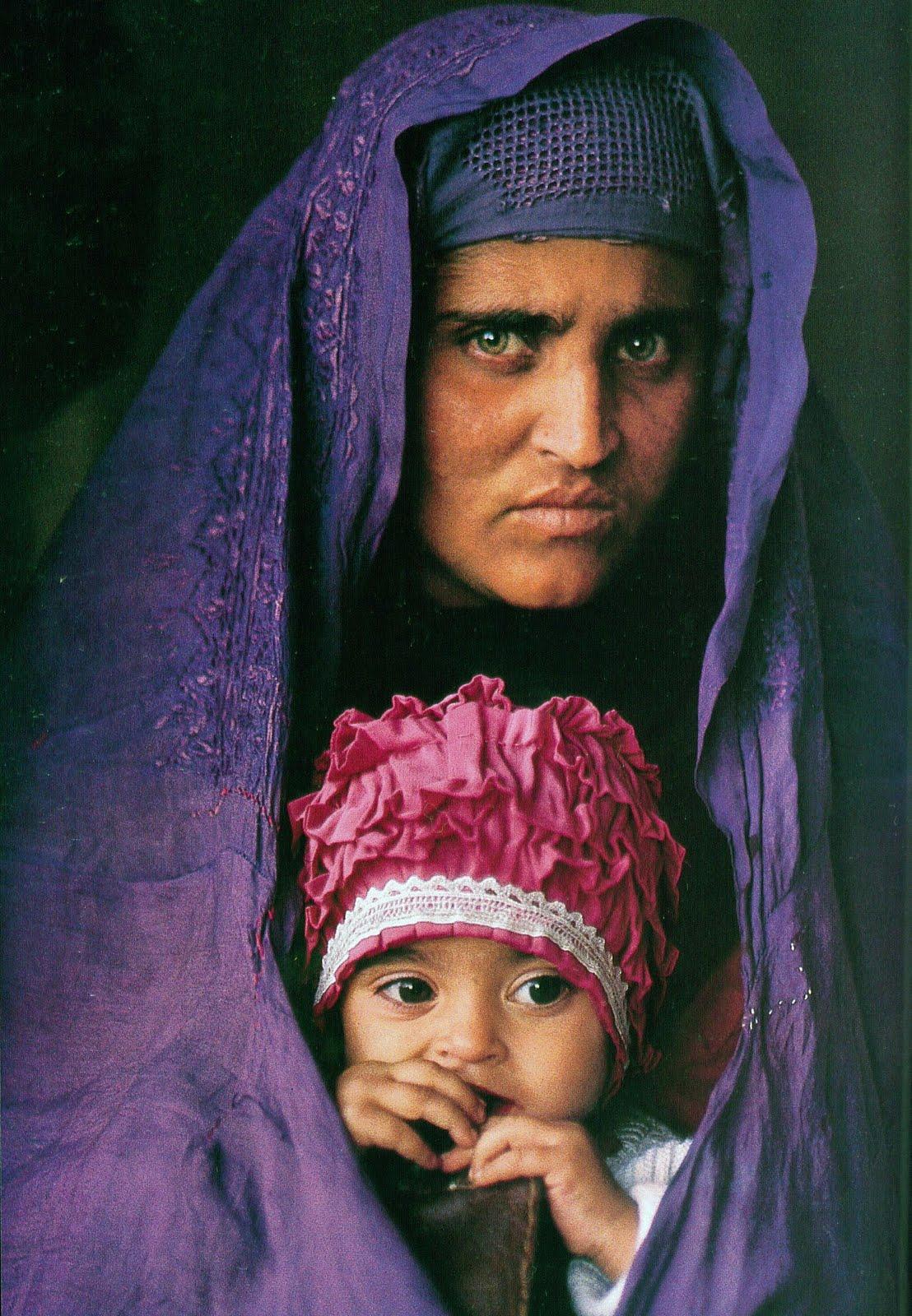 İhtiyat 2002 yılında McCurry, Şarbat Gula'yı tekrar buldu ve fotoğrafını çekti