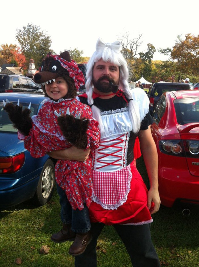 Kırmızı başlıklı baba ve kurt kız