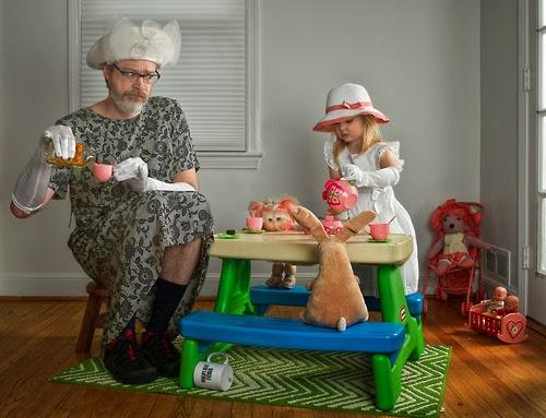 birlikte vakit geçiren baba ve kızı