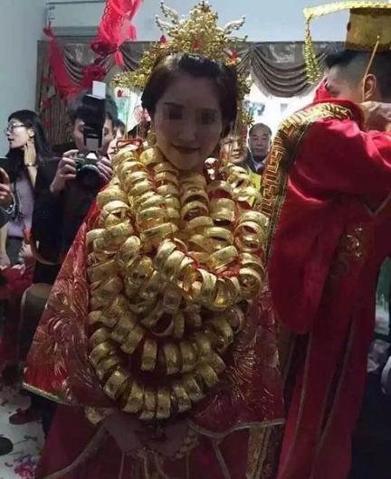 Çin'li gelinin takılarının bir kısmı