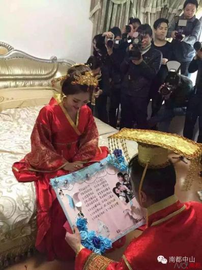 Çin'li gelinin takılarının olay olduğu düğün merasimi