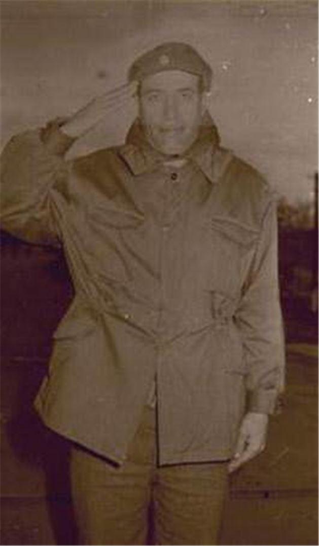 2 Kemal Sunal'ın askerlik fotoğrafı