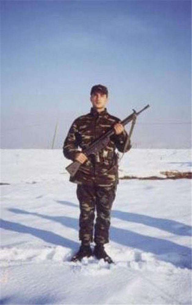 21 Tarkan'ın askerlik fotoğrafları