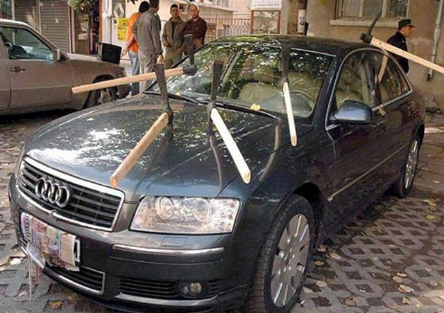 Aldatılan eşlerin araba intikamı
